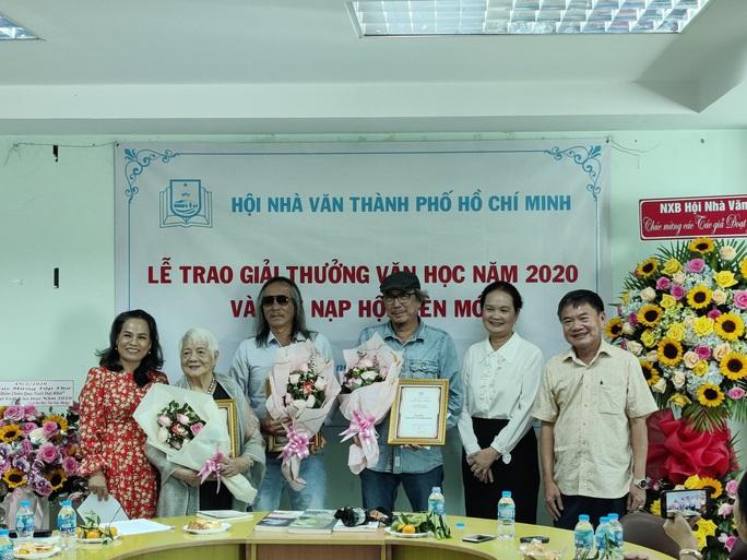 Hội Nhà văn TP HCM trao giải thưởng văn học 2020 - Ảnh 1.