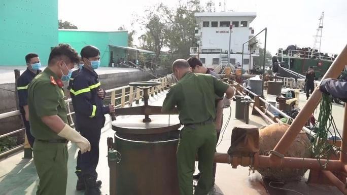 Diễn biến nóng liên quan đường dây buôn lậu xăng giả khủng, đã có 33 người bị khởi tố - Ảnh 3.