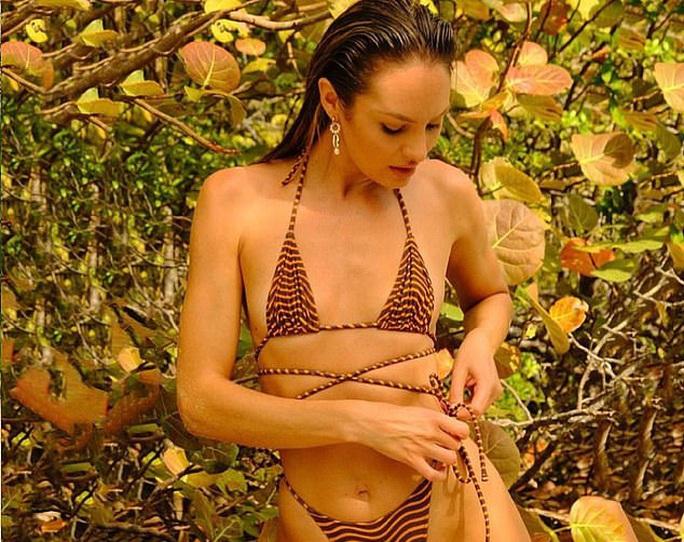 Siêu mẫu Candice Swanepoel khoe dáng nuột nà, quyến rũ - Ảnh 1.
