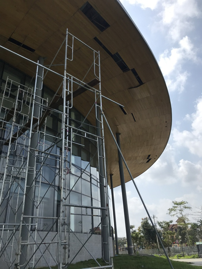 Nhà hát 200 tỉ đồng vừa hoàn thành đã xuất hiện hư hỏng - Ảnh 5.