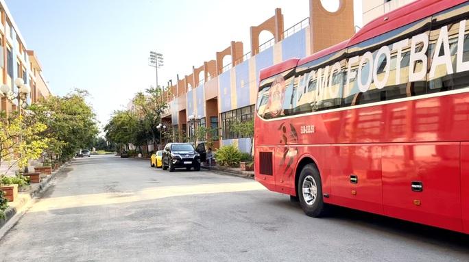 Sân Thành Long chờ thay da đổi thịt sau khi bàn giao cho Sài Gòn FC - Ảnh 7.