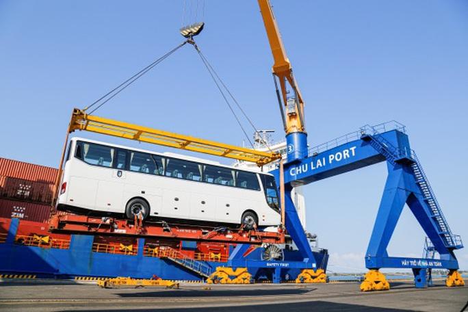 Thaco xuất khẩu hơn 200 ô tô và linh kiện phụ tùng trong ngày ra quân đầu năm Tân Sửu - Ảnh 1.