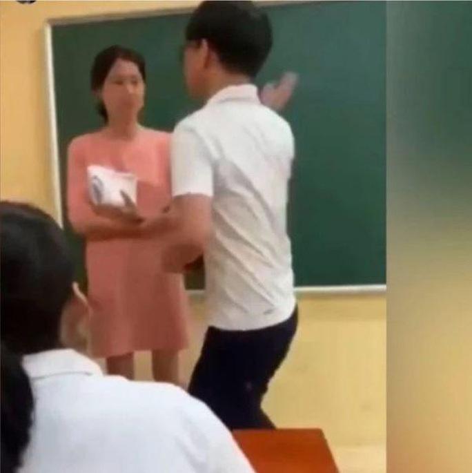 """Sở GD-ĐT Hà Nội báo cáo gì về kết quả xác minh clip """"nam sinh tát cô giáo trên bục giảng""""? - Ảnh 1."""