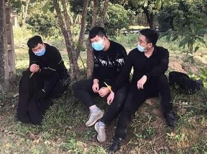Nhóm người Trung Quốc bỏ chạy sau cuộc gọi khẩn: Một đối tượng trốn khỏi khu cách ly - Ảnh 1.