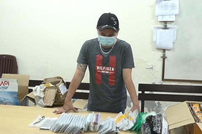 Công an TP HCM truy tìm chủ lô hàng bí ẩn ở Ga Sài Gòn - Ảnh 1.