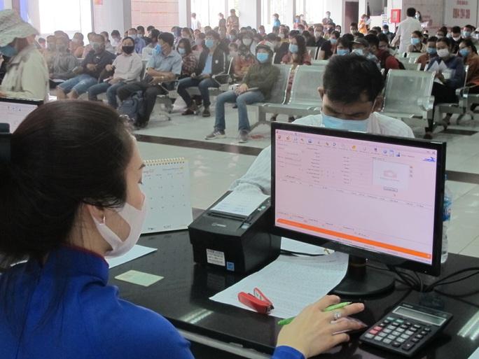 Hình ảnh ngàn người đến ga Sài Gòn đổi, trả vé tàu Tết - Ảnh 4.