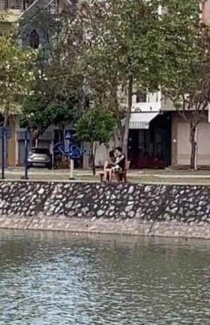 Hôn nhau trong công viên lúc giãn cách xã hội, đôi nam nữ ở Hải Dương bị phạt 4 triệu đồng - Ảnh 1.