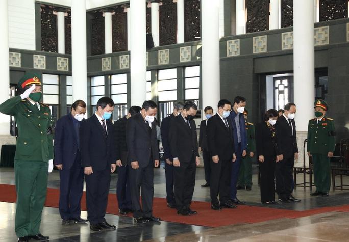 Tổng Bí thư, Chủ tịch nước gửi vòng hoa tới viếng nguyên Phó Thủ tướng Trương Vĩnh Trọng - Ảnh 3.