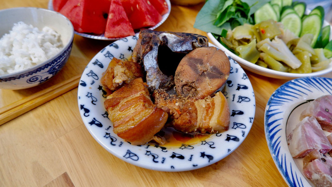 """Bài dự thi """"Nhà mình ngày Tết"""": Thèm món cá ngừ kho thịt của má - Ảnh 2."""