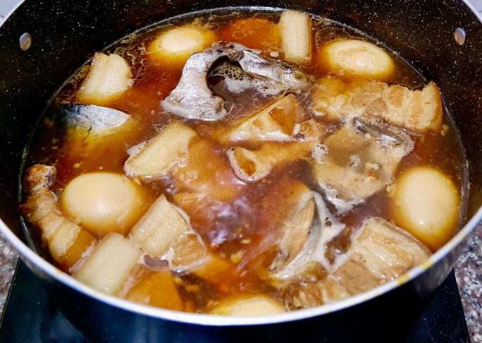 """Bài dự thi """"Nhà mình ngày Tết"""": Thèm món cá ngừ kho thịt của má - Ảnh 3."""