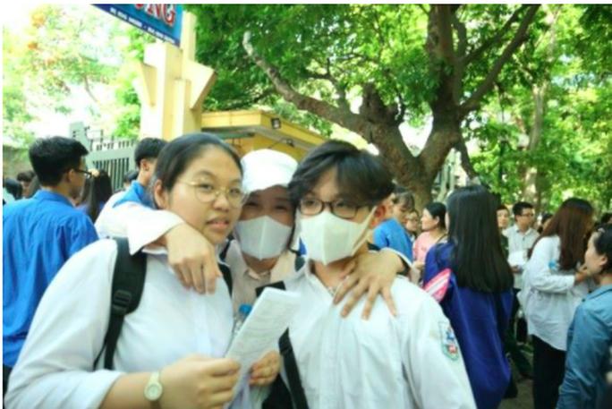 Lãnh đạo Sở GD-ĐT Hà Nội nói gì về bức xúc của phụ huynh về khu vực tuyển sinh lớp 10? - Ảnh 1.