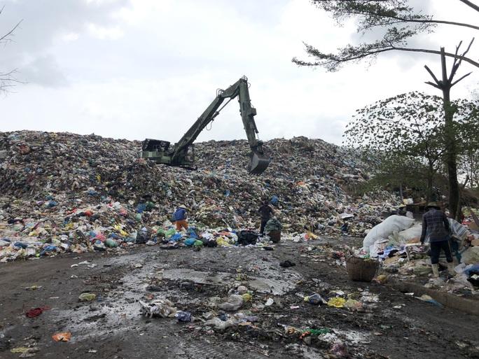 Bạc Liêu: Đau đầu với... núi rác - Ảnh 1.