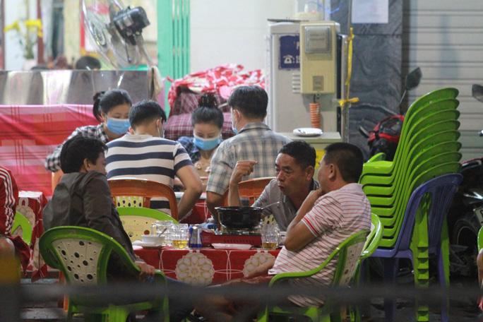 TP HCM: Quán ăn không chấp hành phòng, chống dịch bị xử phạt 25 triệu đồng - Ảnh 1.