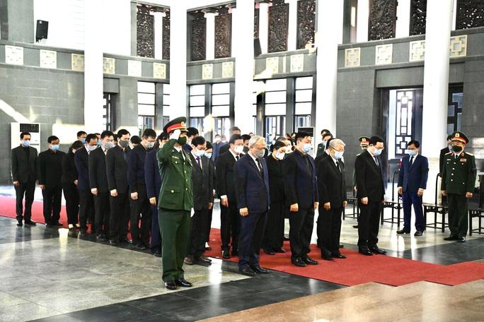 Tổng Bí thư, Chủ tịch nước gửi vòng hoa tới viếng nguyên Phó Thủ tướng Trương Vĩnh Trọng - Ảnh 2.