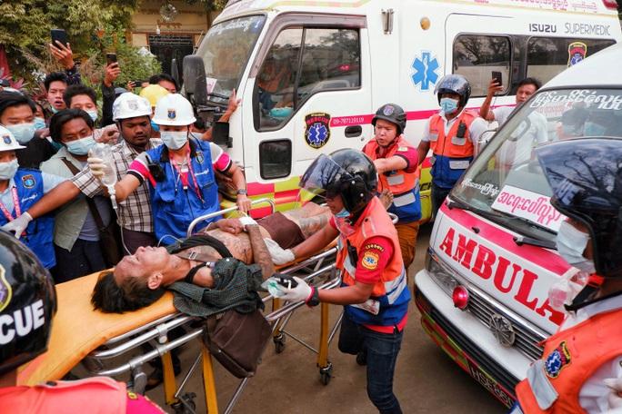 Quân đội Myanmar bị chỉ trích vì bắn người biểu tình - Ảnh 2.