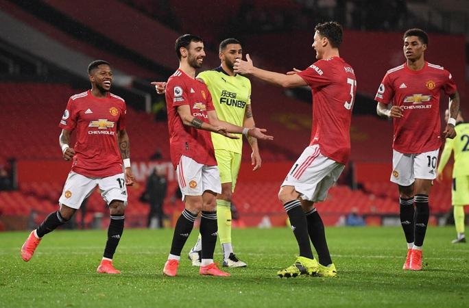 Thắng thuyết phục Newcastle, Man United mạnh mẽ về ngôi nhì bảng - Ảnh 8.