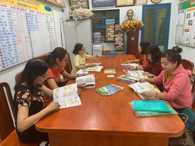 TP HCM: Cuối tháng 3, công bố kết quả lựa chọn sách giáo khoa lớp 2 và 6 - Ảnh 1.