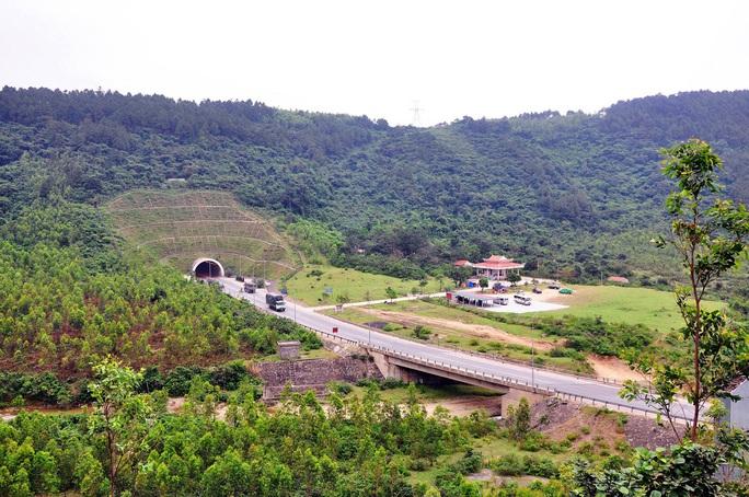 Đền thờ Thánh Mẫu Liễu Hạnh nằm ngay dưới chân Đèo Ngang địa phận Quảng Bình