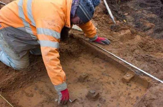 Xây nhà, tìm thấy kho báu thợ săn 9.000 năm tuổi - Ảnh 1.