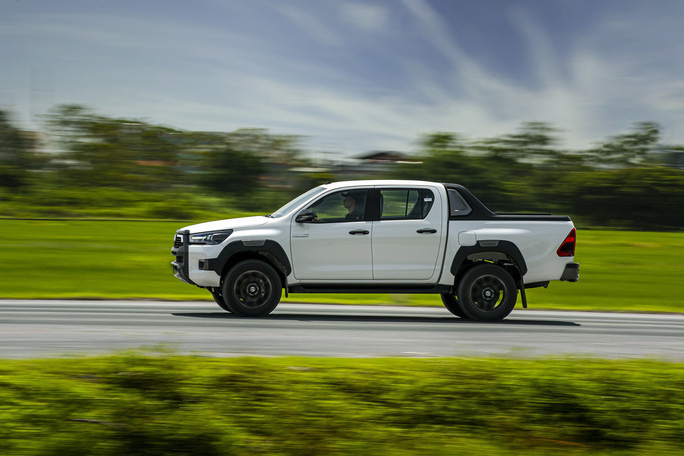 Gần 2.000 xe bán tải Toyota Hilux bị lỗi bầu trợ lực phanh - Ảnh 1.