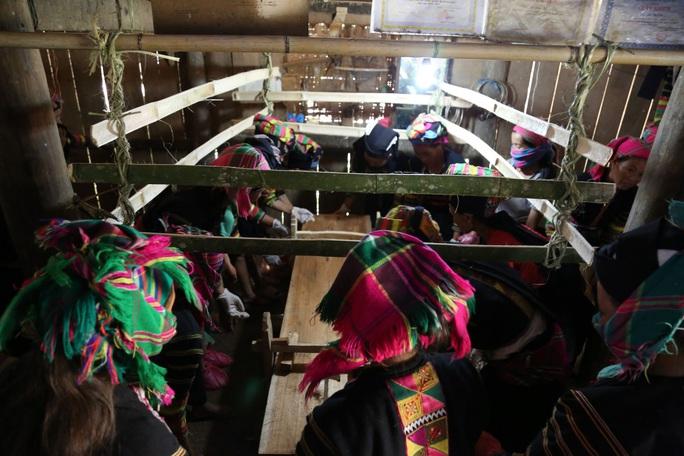 Làm báo cùng Báo Người Lao Động: Độc đáo lễ Ma Tươi của người Lô Lô Đen - Ảnh 5.