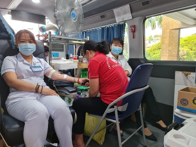Chỉ hơn 3 tiếng, y bác sĩ, nhân viên Bệnh viện Thống Nhất hiến hơn  60.000 ml máu - Ảnh 2.