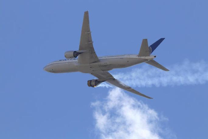 Thêm 1 máy bay Boeing hạ cánh khẩn cấp vì vấn đề động cơ - Ảnh 2.