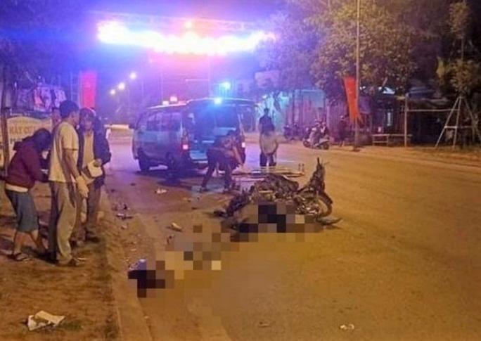 2 xe máy tông nhau, 3 người thương vong - Ảnh 1.