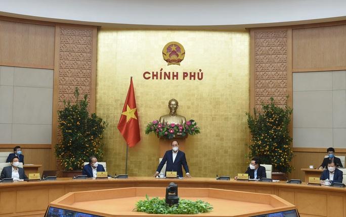 Thủ tướng Nguyễn Xuân Phúc: Nhanh chóng tiêm chủng, gỡ ngay ách tắc lưu thông hàng hóa - Ảnh 1.
