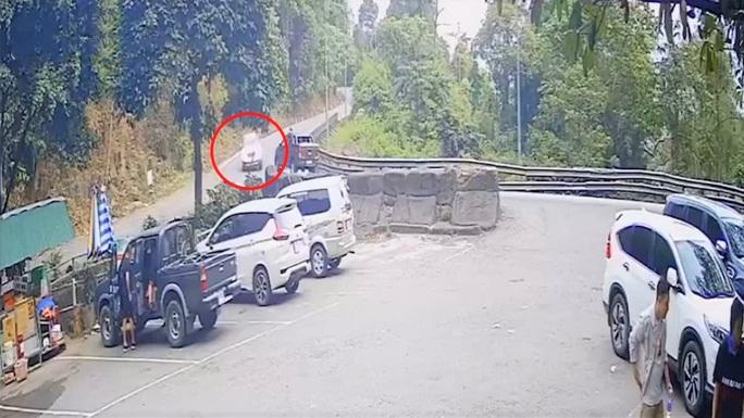 Xe 7 chỗ gặp nạn trên đèo Bảo Lộc, 4 người trong gia đình thương vong - Ảnh 3.