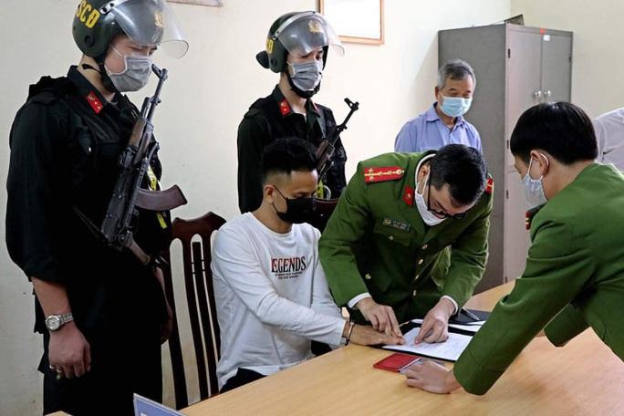 Di lý nghi phạm gây thảm án 8 người thương vong từ bệnh viện về trại tạm giam - Ảnh 1.