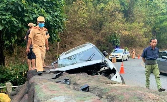 Xe 7 chỗ gặp nạn trên đèo Bảo Lộc, 4 người trong gia đình thương vong - Ảnh 2.