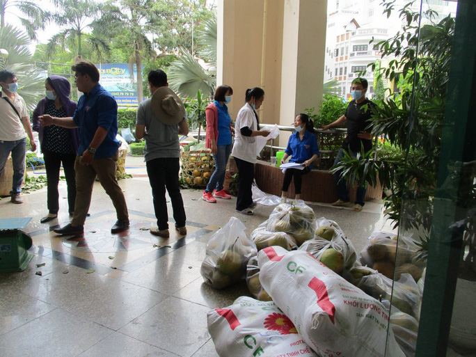 Ho Chi Minh City people rescue specialty peach grapefruit at the price of 15,000 VND / kg - Photo 4.