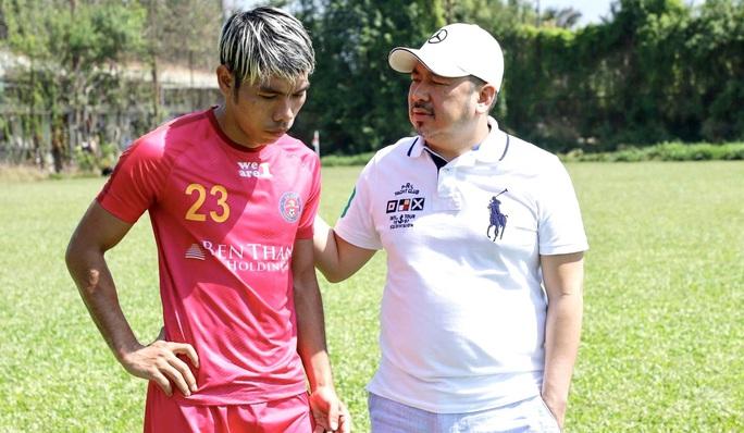 Cao Văn Triền ký hợp đồng trọn đời với Sài Gòn FC trước khi sang Nhật - Ảnh 1.