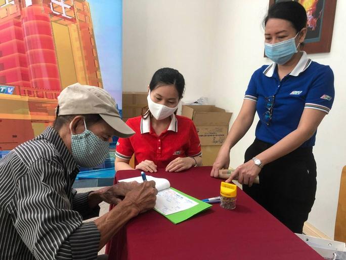 Người dân cả nước đóng góp tiền mua vắc-xin Covid-19 - Ảnh 5.