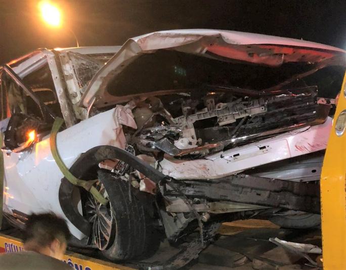 Xe 7 chỗ gặp nạn trên đèo Bảo Lộc, 4 người trong gia đình thương vong - Ảnh 1.