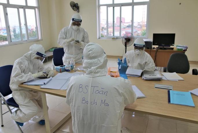 Đặc nhiệm blouse trắng: Chiến dịch khóa chặt ổ dịch - Ảnh 2.