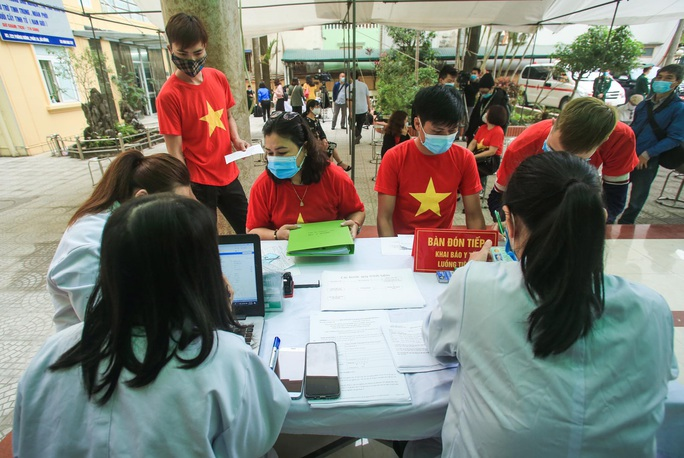 CLIP: Many volunteers registered to test Covid-19 vaccine at the age of 60-70 - Photo 15.