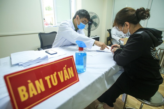 CLIP: Many volunteers registered to test Covid-19 vaccine at the age of 60-70 - Photo 17.