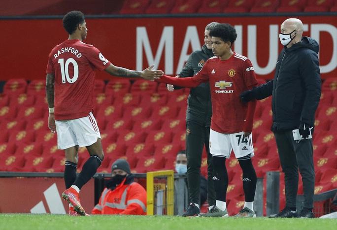 Tài năng 17 tuổi lập kỷ lục khi khoác áo Man United tại Europa League - Ảnh 2.