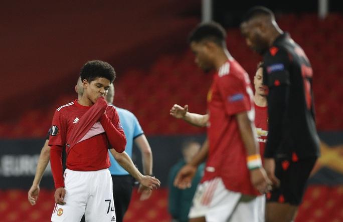 Tài năng 17 tuổi lập kỷ lục khi khoác áo Man United tại Europa League - Ảnh 3.
