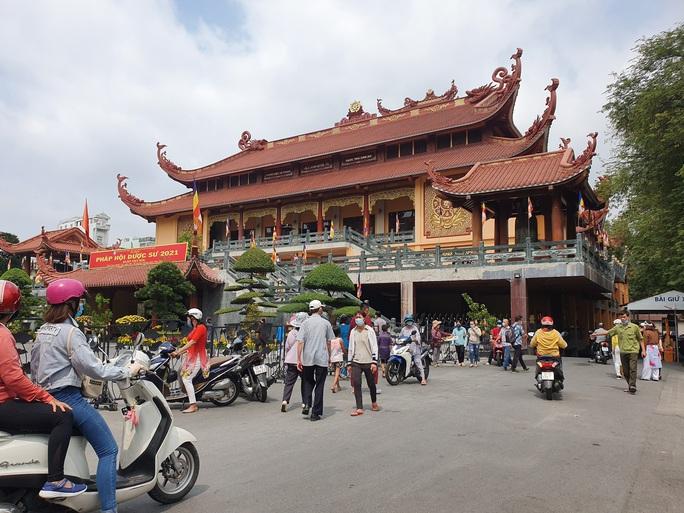 Cận cảnh viếng chùa Vĩnh Nghiêm, Việt Nam Quốc Tự, Phước Hải rằm tháng Giêng - Ảnh 8.