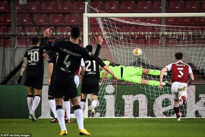 Rượt đuổi tỉ số nghẹt thở, Arsenal hạ Benfica ở Europa League - Ảnh 3.