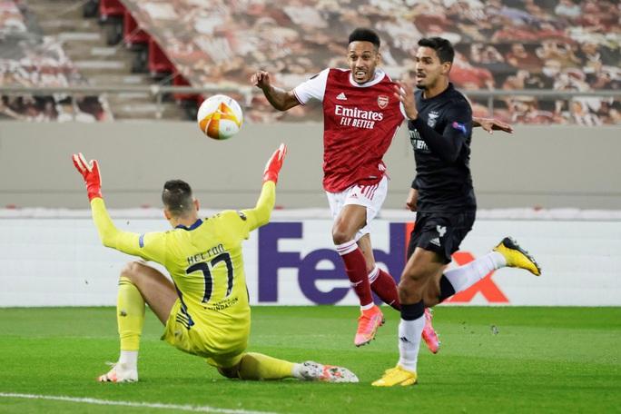 Rượt đuổi tỉ số nghẹt thở, Arsenal hạ Benfica ở Europa League - Ảnh 2.