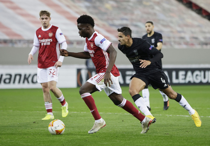 Rượt đuổi tỉ số nghẹt thở, Arsenal hạ Benfica ở Europa League - Ảnh 1.