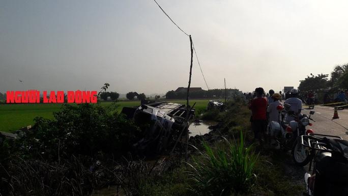 CLIP: Xe tải tông xe khách: 1 người chết, nhiều người bị thương nặng - Ảnh 3.