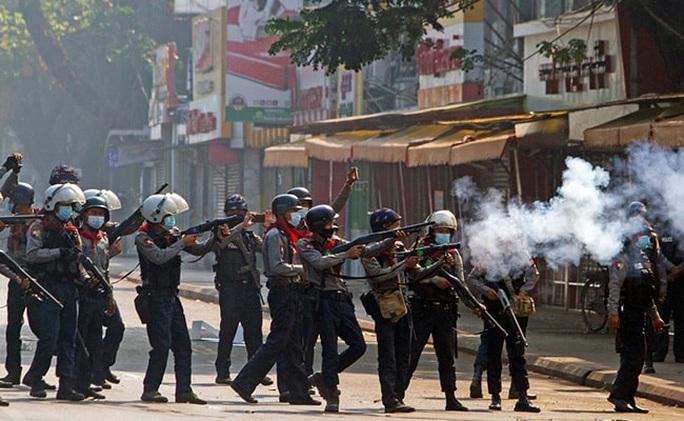 Ngày đẫm máu nhất ở Myanmar kể từ khi đảo chính - Ảnh 1.