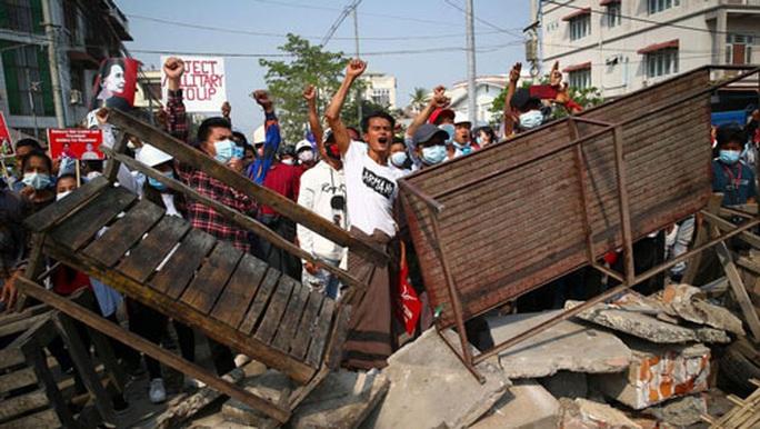 Myanmar: 18 người biểu tình tử vong - Ảnh 1.