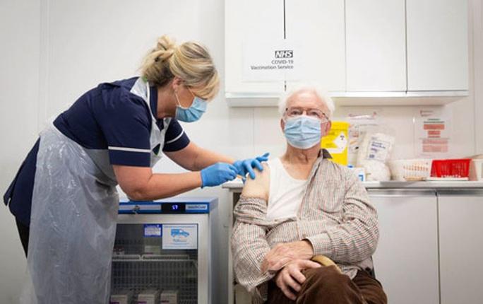Thư từ Anh: Cơ sở tư nhân chưa được tiêm vắc-xin Covid-19 - Ảnh 1.