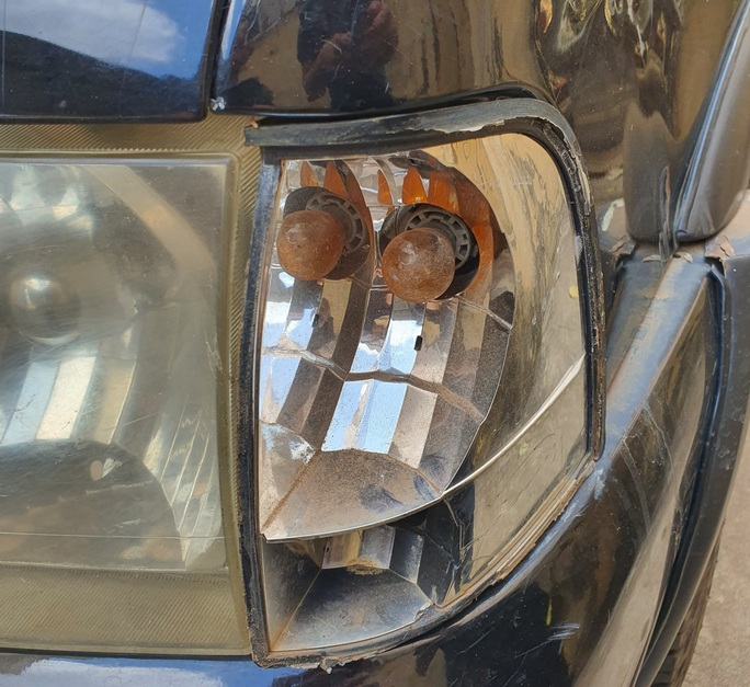 Thấy ô tô đậu chắn lối vào, giám đốc đập phá xe tan nát  - Ảnh 3.